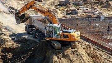 Отдаване под наем на лека и тежка строителна механизация